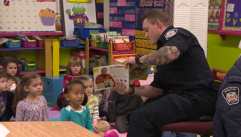 jasontremere.com-fireman-reading-to-kids - Firefighters Fighting For Literacy